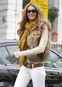 elle_mcpherson_dropping_off_he-e1360106312869